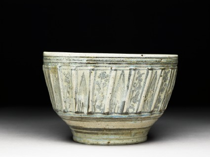 Bowl with iron-black decoration