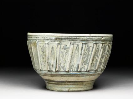 Bowl with iron-black decoration