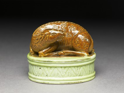 Porcelain seal surmounted by a deer