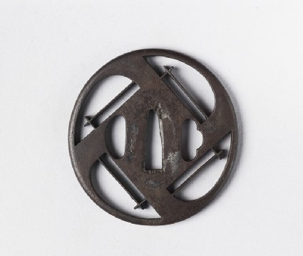 Round tsuba with quadripartite design