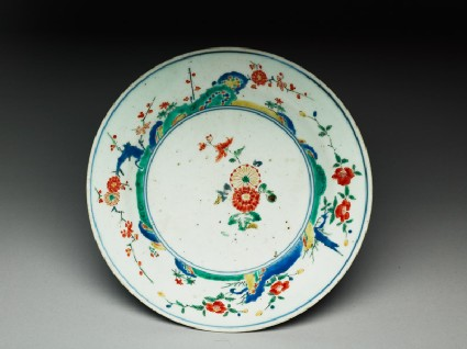 Plate with central spray of chrysanthemums