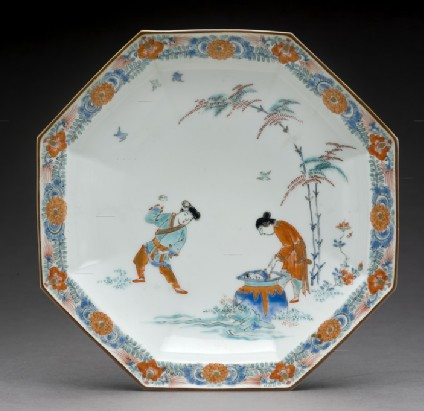 Octagonal dish with Hob in the Well design