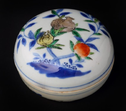 Box and lid with fruit decoration