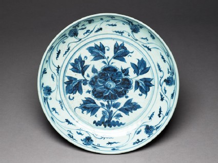 Blue-and-white dish with flowers