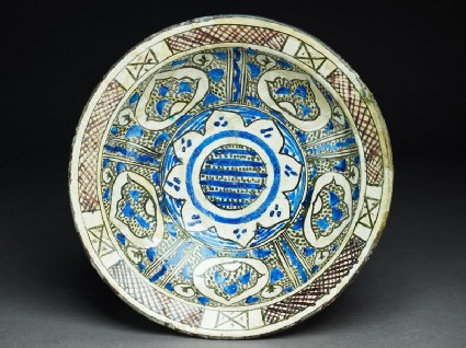 Bowl with vegetal decoration