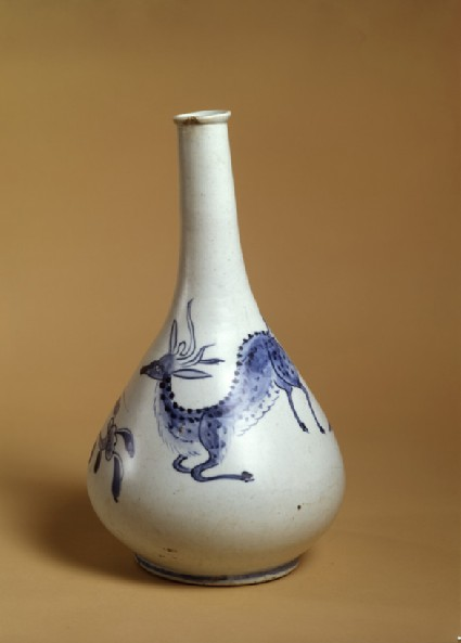 Blue-and-White pear-shaped bottle with stag decoration