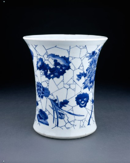 Blue-and-white brush pot with cracked-ice decoration