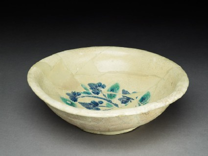 Bowl with trefoil
