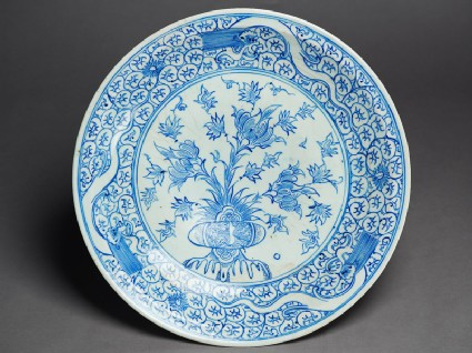 Dish with peonies and three dragons