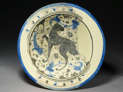 Bowl with hunting dog