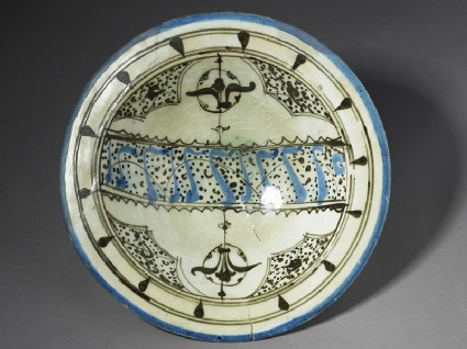 Bowl with pseudo-calligraphic and vegetal decoration