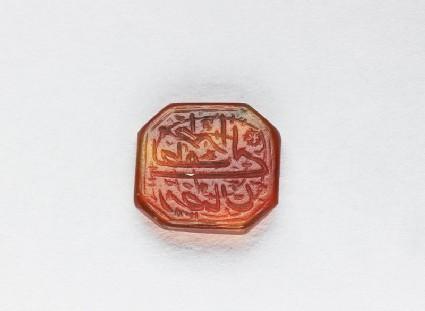 Octagonal bezel seal with nasta'liq inscription, spiral, and floral decoration