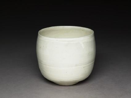 Cizhou type jar with white slip