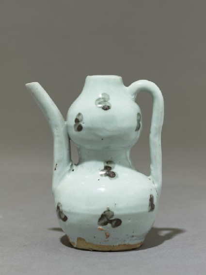 White ware ewer in double-gourd form
