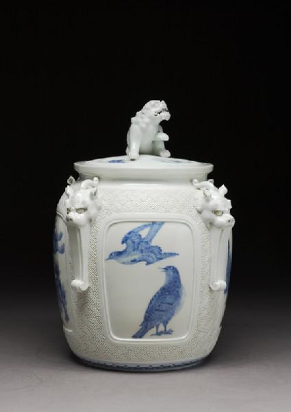 Water jar surmounted by a shishi, or lion dog