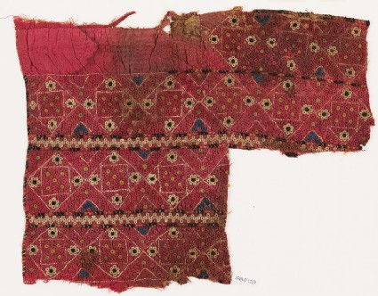 Textile fragment with quilted bands