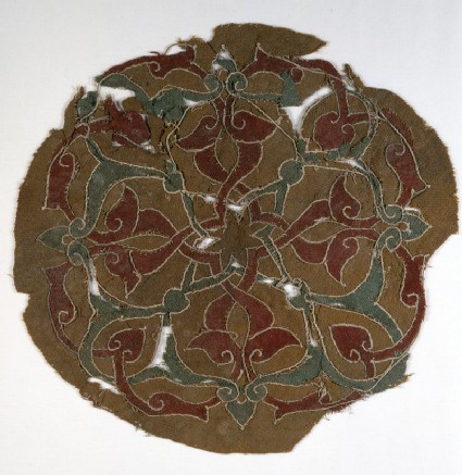 Roundel fragment with interlacing vines and leaves