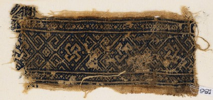 Textile fragment with interlaced knots and diamond-shapes
