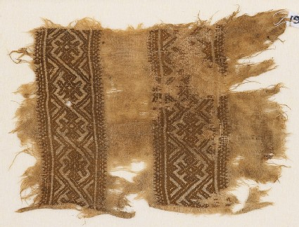 Textile fragment with interlacing diamond-shapes
