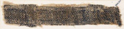 Textile fragment with linked diamond-shapes and interlaced knots