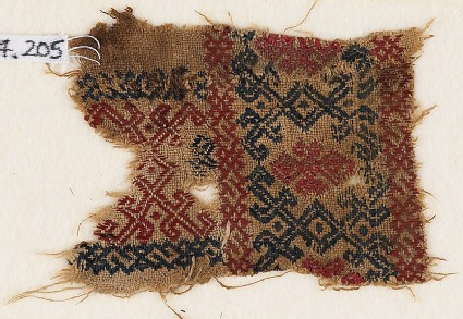 Textile fragment with interlaced diamond-shapes