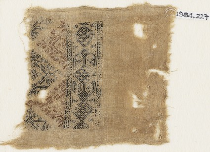 Textile fragment with linked diamond-shapes and triangles