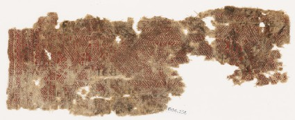 Textile fragment with diamond-shapes and hooks