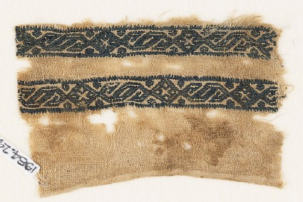 Textile fragment with bands of linked S-shapes and diamond-shapes