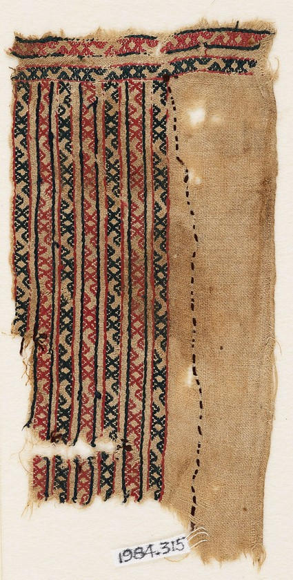 Textile fragment with bands of S-shapes and diamond-shapes