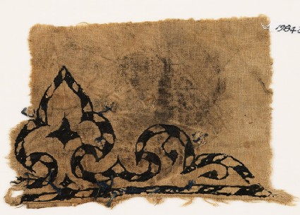 Textile fragment with trefoil, probably from a garment