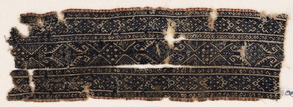 Textile fragment with linked diamond-shapes and arrowheads