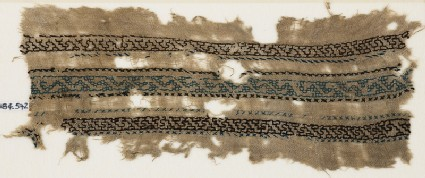 Textile fragment with three parallel bands with an interlacing chain