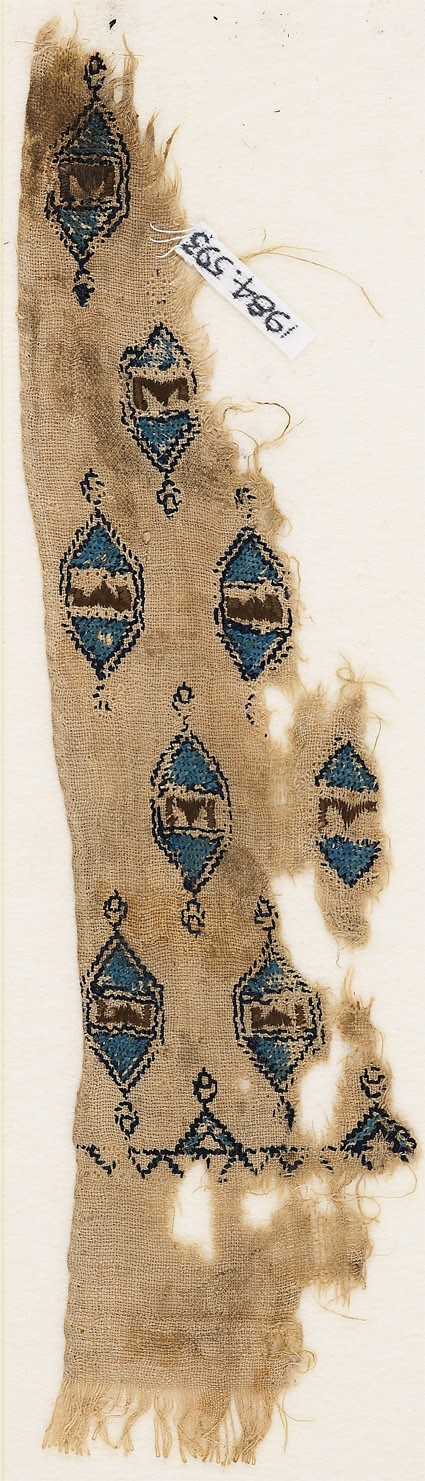 Textile fragment with hexagonal medallions and pseudo-inscription