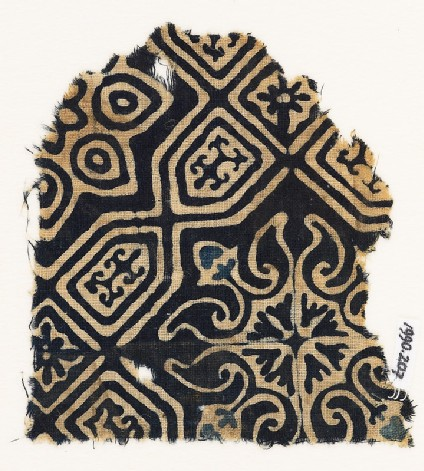 Textile fragment with an elaborate quatrefoil and tab-shapes