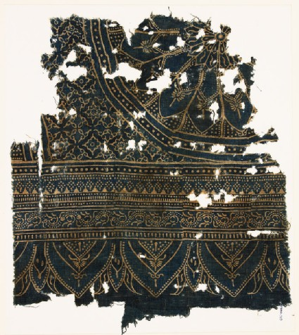 Textile fragment with large rosette, diamond-shapes, leaves, and arches
