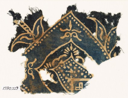 Textile fragment with arch and plant-shapes