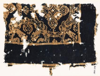 Textile fragment with medallions and large quatrefoils