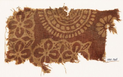 Textile fragment with quatrefoils, leaves, and large rosette
