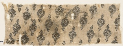 Textile fragment with ovals tipped with fleurs-de-lys
