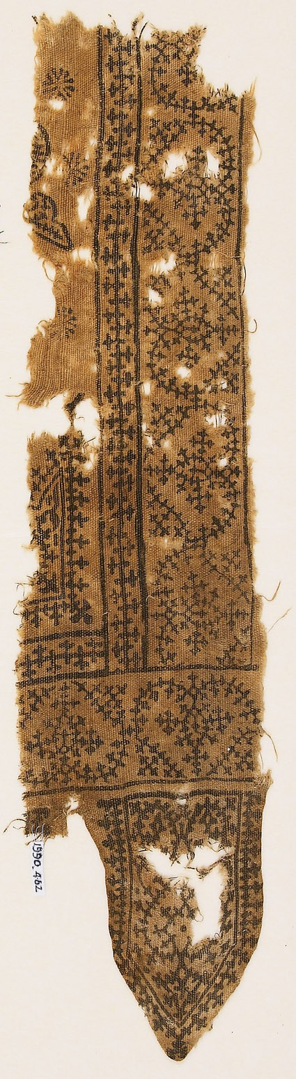Textile fragment with linked, inverted hearts, and a tab with vines