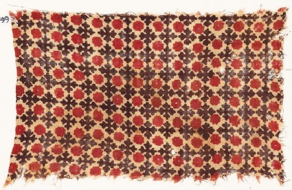 Textile fragment with Maltese crosses and floral shapes