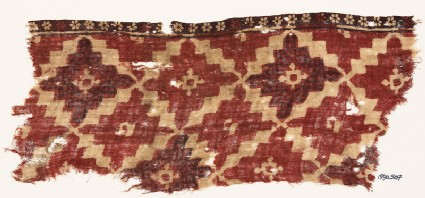 Textile fragment with diamond-shapes and lobed squares