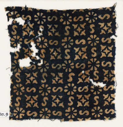 Textile fragment with S-shapes, rosettes, and quatrefoils