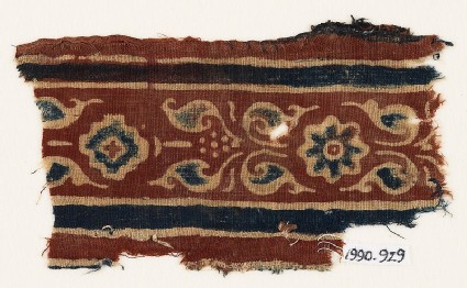 Textile fragment with leaves, rosette, and diamond-shape