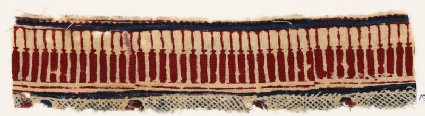 Textile fragment with pillars