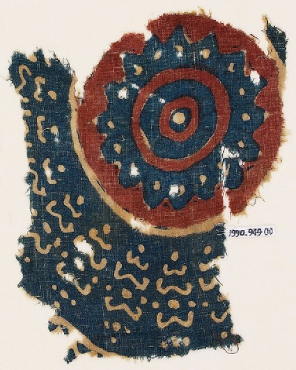 Textile fragment with a large circle
