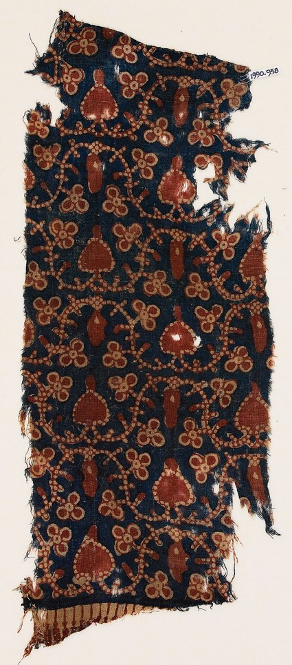 Textile fragment with dotted vine, trefoils, and hearts