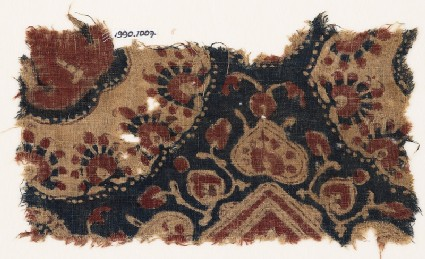 Textile fragment with heart-shaped leaves and parts of medallions