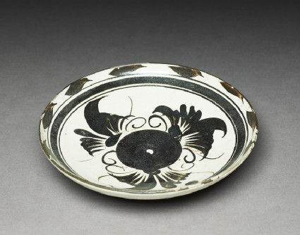 Cizhou type dish with floral decoration