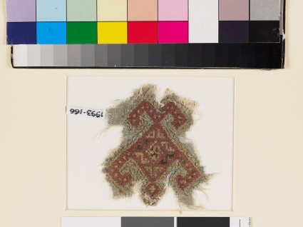 Textile fragment with geometric shape